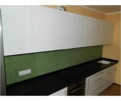 Кухонные гарнитуры с крашеными фасадами на заказ в Самаре.